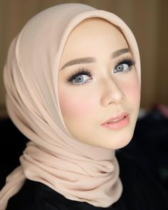 33 super ideas muslim bridal look wedding hijab Bridal Makeup Looks, Bridal Looks, Wedding Makeup, Muslim Wedding Dresses, Wedding Hijab, Bridal Hijab, Beauty Skin, Beauty Makeup, Hair Beauty