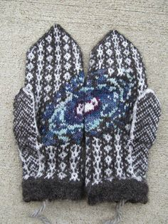 Keep your digits toasty by holding an entire galaxy right in the palms of your hands with a pair of these exquisite andromeda mittens made from a pattern by Ravelry user Emily Bujold.