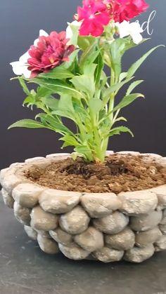 Cement Flower Pots, Diy Concrete Planters, Concrete Garden, Diy Planters, Garden Yard Ideas, Garden Crafts, Garden Projects, Garden Art, Diy Crafts For Home Decor