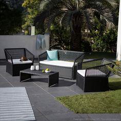 Salon de jardin 4 places : 1 table basse + 2 fauteuils + 1 canap� en r�sine tress�e ajour�e JECCOZY