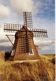 Distintos molinos de viento