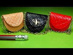 Miniature bag diy │ How to make miniature bag │ Doll Stuff Miniatures Barbie, Dollhouse Miniatures, Barbie Patterns, Doll Clothes Patterns, Miniature Kitchen, Miniature Dolls, Barbie Clothes, Barbie Dolls, Accessoires Barbie
