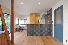 KITCHEN/counter/tile/pantry/tile/キッチン/タイル/パントリー/カウンター/収納/フィールドガレージ/リノベーション/FieldGarage INC.