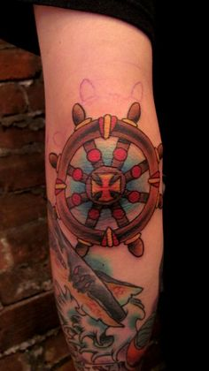 tattoo old school / traditional nautic ink - helm @ elbow