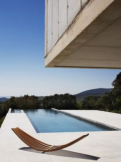 Sling sunbed by Boffi Bain at Luberon, France house designed by Studio KO - Decoration for House Villa K, Interior Architecture, Interior And Exterior, Boffi, Swimming Pool Designs, Alvar Aalto, Interior Design Studio, Modern House Design, Contemporary Design