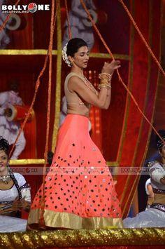 Deepika Padukone Dance performance at the Screen Awards 2014