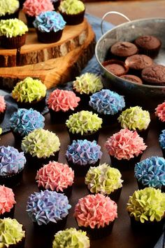 How to Make Pretty Hydrangea Cupcakes with a How to Video | The Bearfoot Baker