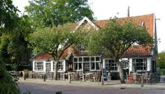 Een bekend terras in Blaricum; Moeke Spijkstra.