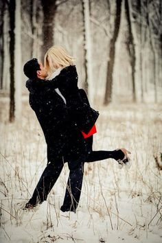 winter engagement photos  This is why I wanna get engaged in the winter!!-k