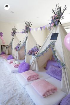 Sleepover Party Inside Slumber Party Decorations - Best Home & Party Decoration Ideas Kinder Spa Party, Birthday Sleepover Ideas, Sleepover Room, Girl Spa Party, Sleepover Birthday Parties, Birthday Party For Teens, Cool Sleepover Ideas, Slumber Party Ideas, 13th Birthday