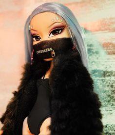 "Learn more information on ""porcelain dolls"". Look into our web site. Bratz Doll Makeup, Bratz Doll Outfits, Bratz Doll Halloween Costume, Halloween Makeup, Kameron Michaels, Black Bratz Doll, Brat Doll, Bratz Girls, Profile Pictures Instagram"