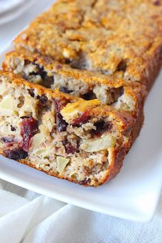 The Good Life Bananenbrood met appel, kaneel en cranberry - ENJOY! The Good Life Sweet Recipes, Snack Recipes, Dessert Recipes, Dutch Recipes, Healthy Sugar, Healthy Baking, I Love Food, Good Food, Yummy Food
