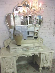 please ole San-tee Ive been a really good-girl this year, so may I have this vintage vanity for my Christmas. Antique Vanity, Vintage Vanity, Vintage Tea, Vintage Makeup, Dressing Table Vanity, Vanity Tables, Dressing Tables, Dressing Room, Shabby Chic Homes