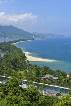 Lange, perfekte sandstrender er ikke det første vi forbinder med Japan. Men de fins. Som Amanohishidate.