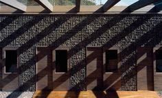 Shadows in a mass - Base Valley House
