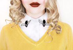 A forma di ape ricamato staccabile Peter Pan con revers falso colletto/mezza camicia