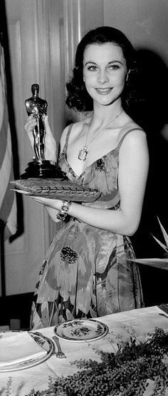 The beautiful Vivien Leigh showing off her Oscar in 1940 for her performance in Gone With The Wind.