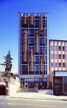 Gallery of Asef Office Building / Boozhgan Studio – 1 – Architecture Architecture Romane, Architecture Cool, Romanesque Architecture, Cultural Architecture, Classical Architecture, Residential Architecture, Small Buildings, Modern Buildings, Office Buildings