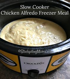 Slow Cooker Chicken Alfredo Freezer Meal is so easy to make with only 4 ingredients and it tastes so good! Crockpot Chicken Alfredo, Chicken Freezer Meals, Slow Cooker Freezer Meals, Crock Pot Freezer, Easy Freezer Meals, Dump Meals, Freezer Cooking, Crock Pot Cooking, Slow Cooker Chicken