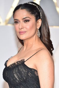 Red Carpet Looks : Salma Hayek Salma Hayek Style, Salma Hayek Body, Beautiful Celebrities, Beautiful Actresses, Beautiful Women, Salma Hayek Pictures, Brunette Beauty, Woman Crush, Hollywood Actresses