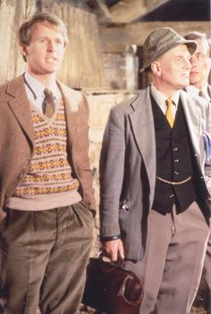 Tristan Farnon (Peter Davison) and Siegfried Farnon (Robert Hardy), with James Herriot (Christopher Timothy) in 'All Creatures Great and Small' James Herriot, Robert Hardy, Dh Lawrence, Style Anglais, Peter Davison, My First Crush, Best Supporting Actor, Star Wars, Comedy Tv