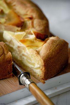 Tarta de manzana cremosa:MASA: 220grs harina, 100grs manteca, 60grs azúc.impal.,1 huevo.RELLENO: 3manzanas grandes, 150grs crema,2 huevos, 1cda de azúcar impalp.,.1 cda de azúcar avainillado