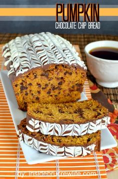Pumpkin Chocolate Chip Bread - pumpkin bread with chocolate chips and chocolate glaze is definitely the way to go Dessert Beaux Desserts, Just Desserts, Delicious Desserts, Dessert Recipes, Fall Desserts, Pumpkin Chocolate Chip Bread, Pumpkin Bread, Chocolate Glaze, Chocolate Topping