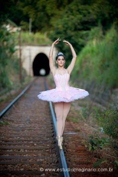 (Sigh) the classic pink tutu😊 Ballerina Poses, Ballet Dance Photography, Ballerina Dancing, Art Ballet, Ballet Dancers, Ballerinas, Ballet Pictures, Dance Pictures, Tumblr Ballet