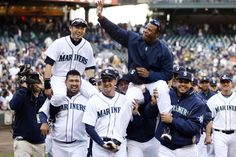 Ichiro and Griffey are hoisted on their teammates shoulders at the end of the 2009 Seattle Mariners season