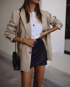 Like a Girl Boss - 10 Looks mit Blazer + Tennis - Looks Co.- Like a Girl Boss – 10 Looks mit Blazer + Tennis – Looks Com Blazer – Like a Girl Boss – 10 Looks mit Blazer + Tennis – Looks Com Blazer – - Look Blazer, Brown Blazer, Leather Blazer, Cute Casual Outfits, Blazer Outfits Casual, Beige Blazer Outfit, Blazer Dress, Chic Outfits, Neutral Outfit