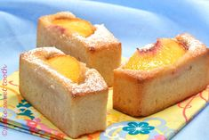 Financiers are little tiny cakes shaped like a miniature brick. Financiers are super moist inside from the almond flour and slightly crispy on the outside. They are the perfect treat with tea. Small Desserts, Bite Size Desserts, Mini Desserts, Just Desserts, Sweet Desserts, Financier Cake, Financier Recipe, Food Truck Desserts, Dessert Recipes