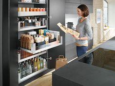 Espacio y Optimización: Se pueden guardar muchos artículos y aprovechar de manera óptima el espacio de la cocina. Visítanos en Conquistadores 944-San Isidro