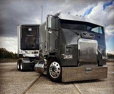 900 Freightliner Ideas In 2021 Freightliner Freightliner Trucks Big Trucks