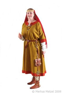 Rete Amicorum - pictures of our costumes Viking Clothing, Historical Clothing, Ottonian, Merovingian, Germanic Tribes, Early Middle Ages, Medieval Dress, Period Costumes, Anglo Saxon