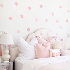Watercolor polka dot walls: YAY or NAY ? Polka Dot Wall Decals, Polka Dot Walls, Polka Dots, Wall Stickers, Polka Dot Bedroom, Teen Girl Bedrooms, Little Girl Rooms, Girls Bedroom Pink, Girl Toddler Bedroom