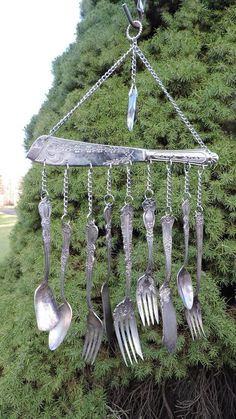 Golf Clubs Repurposed Cake Server Wind Chime - Vintage Serving SilverWare Flatware Forks Spoons - Unique wind chime created with a vintage cake server with a variety of silver plated forks Carillons Diy, Silverware Art, Diy Wind Chimes, Crystal Wind Chimes, Spoon Jewelry, Forks And Spoons, Garden Crafts, Garden Ideas, Suncatchers