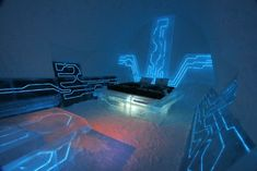 """Inspired by TRON: Legacy, design duo Ben Rousseau and Ian Douglas–Jones have just completed """"Legacy Of The River"""" a cutting edge Art suite at this season's Ice Hotel In Jukkasjärvi, arctic Sweden. CHECK THE BUILD VIDEOThe original and largest hotel on… Tron Legacy, Decoration Bedroom, Boys Bedroom Decor, Bedroom Ideas, Dream Bedroom, Bedroom Inspiration, Ice Hotel Sweden, Themed Hotel Rooms, Theme Hotel"""