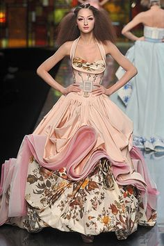 Christian Dior Spring 2009 Couture. If only her makeup wasn't so botched...would have been perfect.