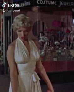 Estilo Marilyn Monroe, Rare Marilyn Monroe, Marilyn Monroe Movies, Marilyn Monroe Portrait, Marilyn Monroe Photos, Marilyn Monroe Wallpaper, Marilyn Monroe Costume, Divas, Hollywood Icons