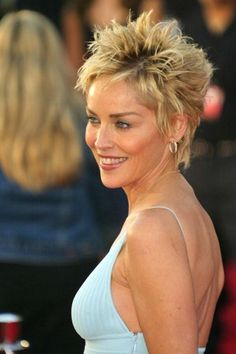 Sharon Stone is known for her beautiful short hairstyles. Here we have handpicked Sharon Stone ShortShort hairstyles for fine hair round face pictures your hair upside down to dry and use volumising products to create the illusion of thicker more vol Sharon Stone Short Hair, Sharon Stone Hairstyles, Bob Hairstyles For Thick, Haircuts For Fine Hair, Pixie Hairstyles, Trendy Haircuts, Pixie Haircuts, Short Curly Hair, Short Hair Cuts