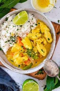 This creamy coconut chicken curry is quick and easy to make in one pan and in under 30 minutes. Using both a curry powder and curry paste gives paired with garlic, ginger and lemongrass give this curry a bold and flavourful base. The curry has a thick creamy sauce that coats the chicken, plus its loaded with colourful veges. Clean Eating Recipes, Healthy Recipes, Healthy Food, Creamy Coconut Chicken, Pumpkin Squash, Coconut Milk Curry, Curry Paste, Gluten Free Chicken