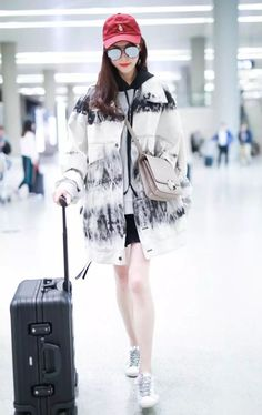 In case you haven't heard, well, tie-dye is BACK! Let's get ready to fill your wardrobe with colorfully stained clothes in Spring Summer Korean Fashion Dress, Korea Fashion, Kpop Fashion, Fashion Outfits, Airport Fashion, Chinese Fashion, Tie Dye Fashion, Bold Fashion, Colorful Fashion