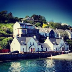 View our wide range of Houses for Sale in Kinsale, Cork.ie for Houses available to Buy in Kinsale, Cork and Find your Ideal Home. Semi Detached, Detached House, Cool Apartments, End Of The World, Trip Advisor, Ireland, Mansions, House Styles, Cottages