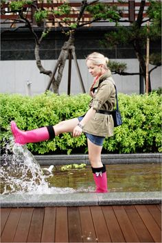 My Blonde Gal: Pink rain Pink Hunter Boots, Hunter Boots Outfit, Wellies Rain Boots, Rainy Day Fashion, Rainy Days, Outfit Of The Day, Mini Skirts, Ballet Skirt, My Style