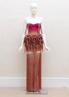 London fashion week i o a n n i s d i m i t r o u s i s S/S 11 Greek-born Ioannis Dimitrousis graduated in 2005 from the London College o. Crotchet, Knit Crochet, Crochet World, Fabric Manipulation, Knit Fashion, Knit Dress, Knitwear, Textiles, Style Inspiration