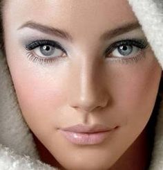 Silvery eye shadow for Mary good-looks