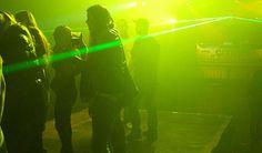 Zásahy policistů proti opilé mládeži na obří diskotéce snížily návštěvnost akce o stovky