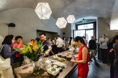 IKO offers a modern healthy asian fashion kitchen. Best Sushi Restaurant in Vienna. Sushi Restaurants, Fusion Kitchen, Healthy Asian Recipes, Best Sushi, Food Places, Modern, Table Settings, Pure Products, Table Decorations