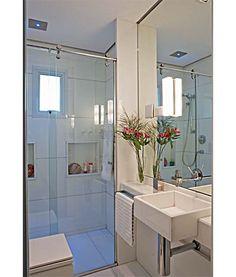 Um #banheiropequeno,  muito bem aproveitado e lindo!