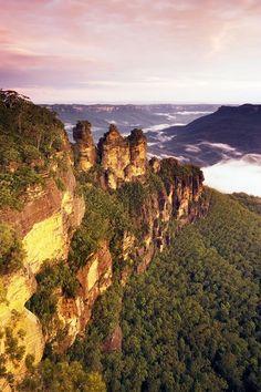 Blue Mountains http://www.australiaholidays.ru/Avstraliya/Tury-v-Avstraliyu/Tury-na-majskie-prazdniki/Sidnej-Bolshoj-Barernyj-rif